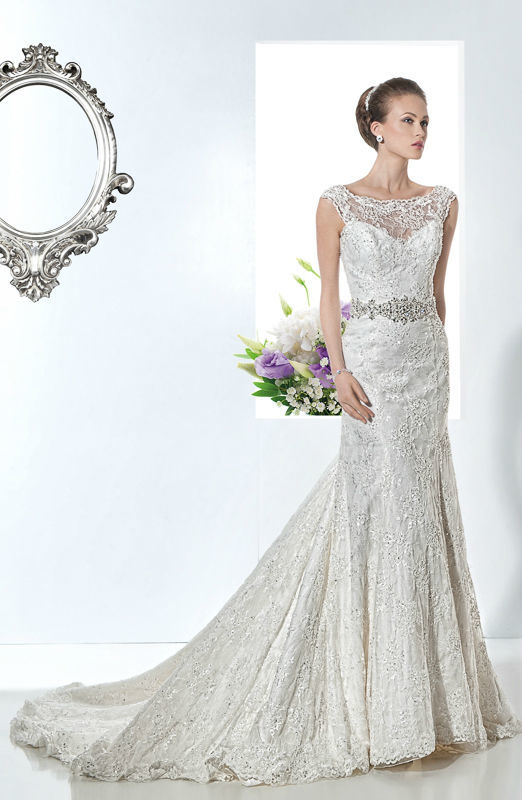 Beispiel: Schlichte Hochzeitkleider, Foto: Mode Wicky.