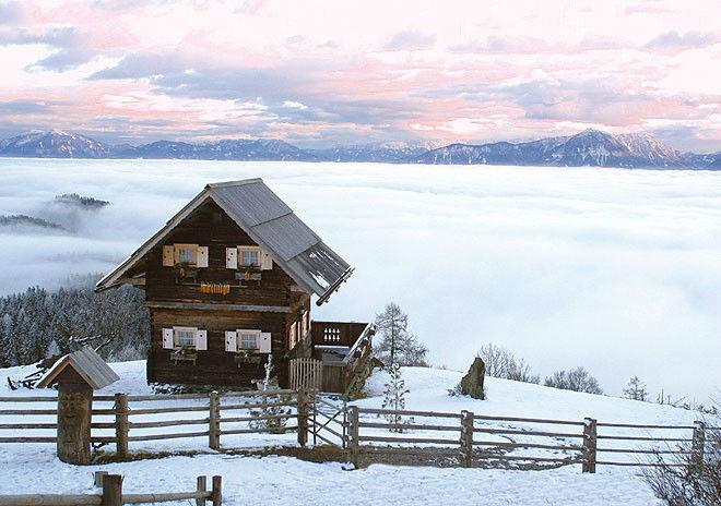 Beispiel: Troadkasten im Schnee, Foto: Gipfelhaus Magdalensberg.