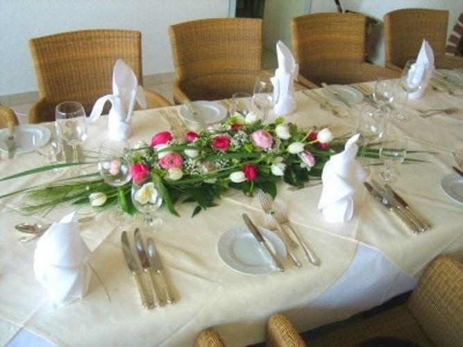Beispiel: Floraler Tischschmuck, Foto: Blumen Kleissner.