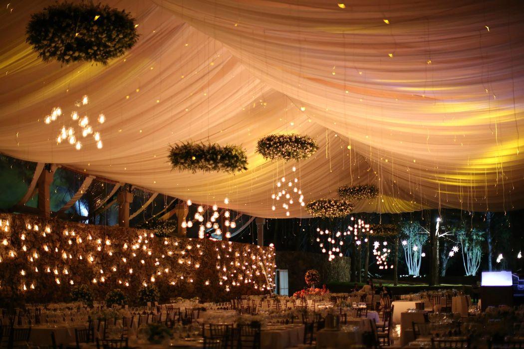 ::BODA:: Casa Dos Lagos , Oaxaca, Oax. Carpa blanca con cortinas transparentes.