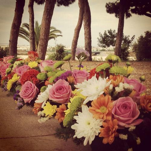 Guirnalda decorativa de flores variadas