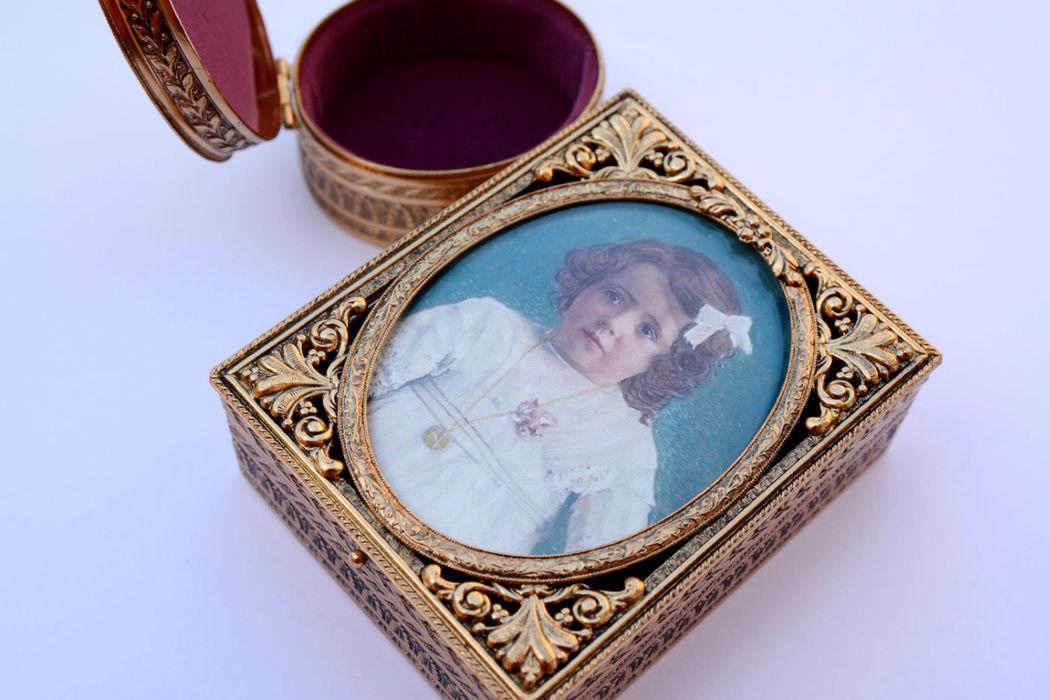 Caja-joyero para arras personalizada con una miniatura, un recuerdo para toda la vida