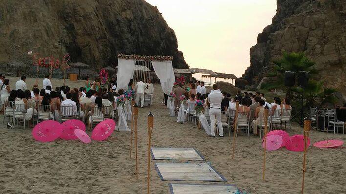 En la boda de mis novios Cecilia y Salvador. Ceremonia y Locacion: #condominioquebradadelmar Catering: #tzabar  Fotografia y Video: #studio54