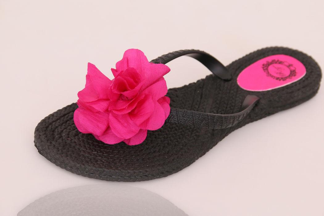 Chinelo Trancinha Preto com Flor de Tecido Pink