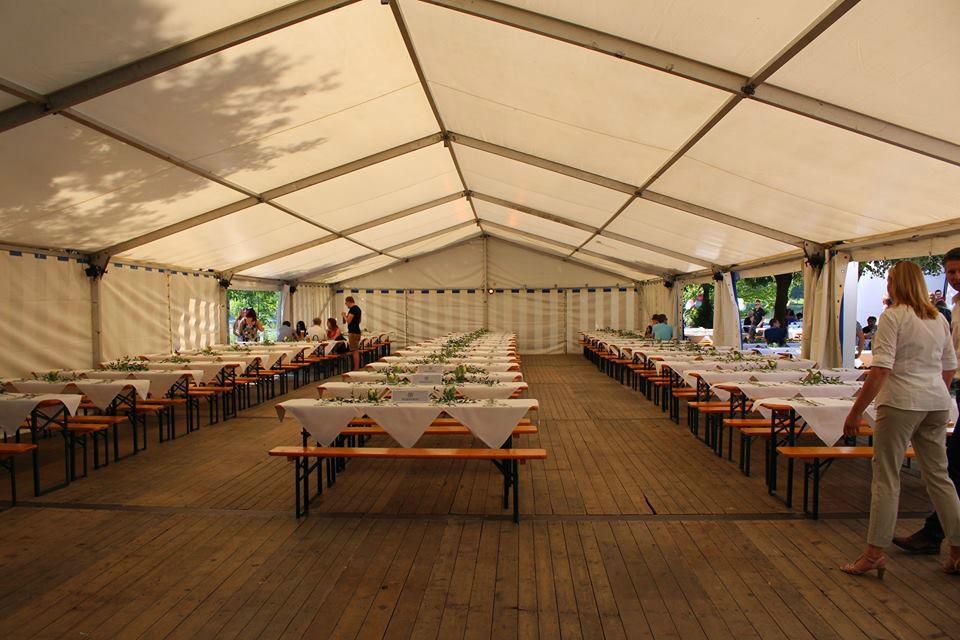 Beispiel: Tischanordnung - Zelt, Foto: Seehaus Ingolstadt.