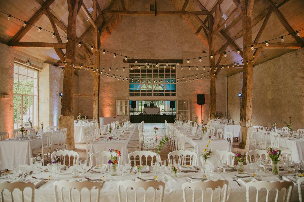 Diner de mariage sous les guirlandes Credit photo: Emma Rodrigues