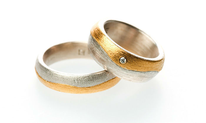 Beispiel: Ringe in Bicolor mit Schmucksteinbesatz, Foto: Eve & Me.