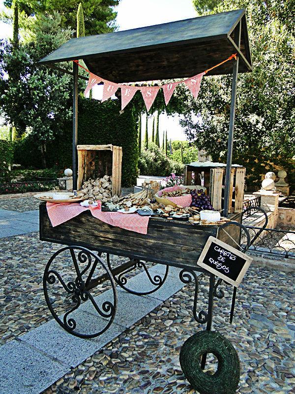Espectacular carrito de quesos de El Laurel catering en una boda Wonderland de sueño