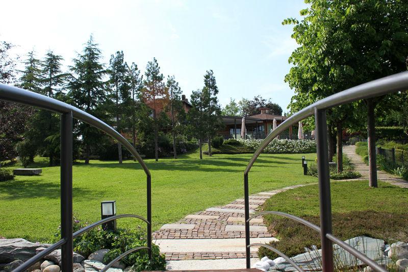 Giardino e parco al Ristorante Croce di Malta in Brianza vicino a Milano, Como, Lugano