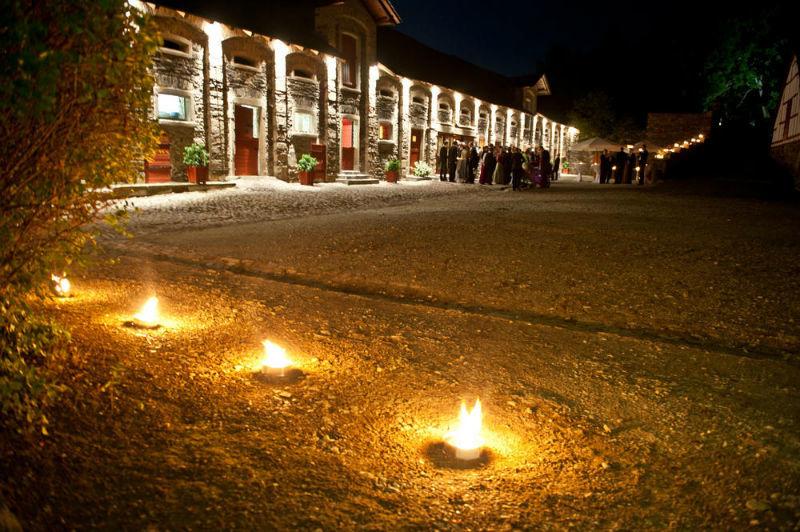 Beispiel: Innenhof bei Nacht, Foto: Schloss Gemünden.