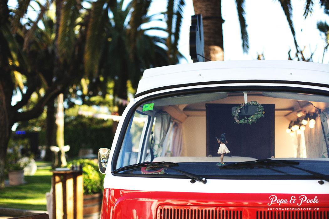 Un fotomaton vintage dentro de una Furgoneta Volskwagen