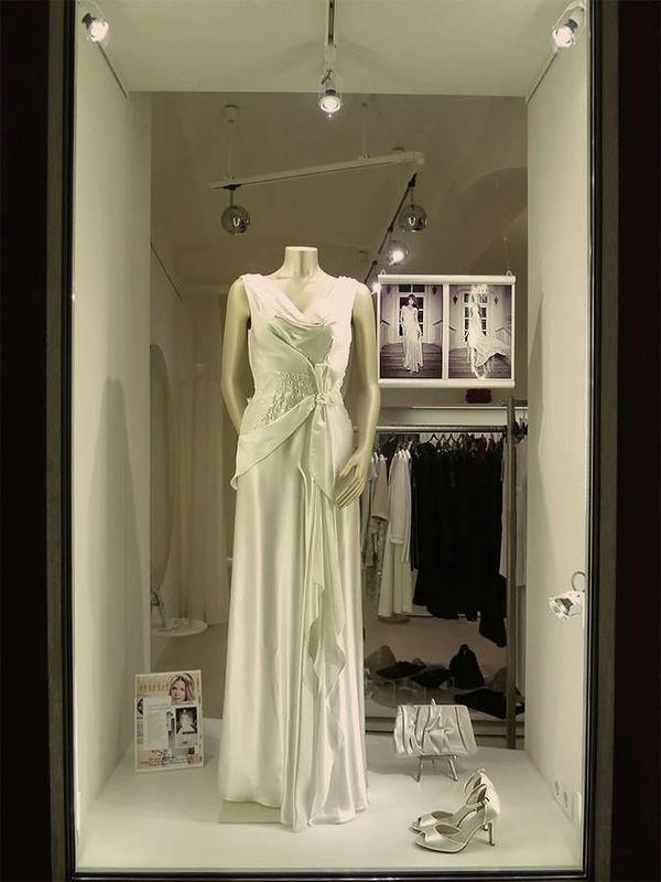 Beispiel: Festkleid, Foto: ZOE-Modedesign.