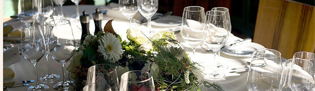 Beispiel: Tischdekoration, Foto: Gasthof Hirschen.