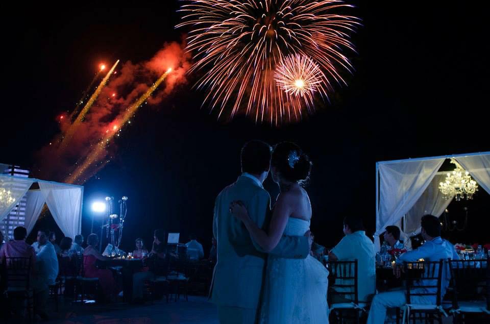 Mario Delgadillo, Professional Wedding Planner, pirotecnia aérea durante el vals, en Puerto Vallarta