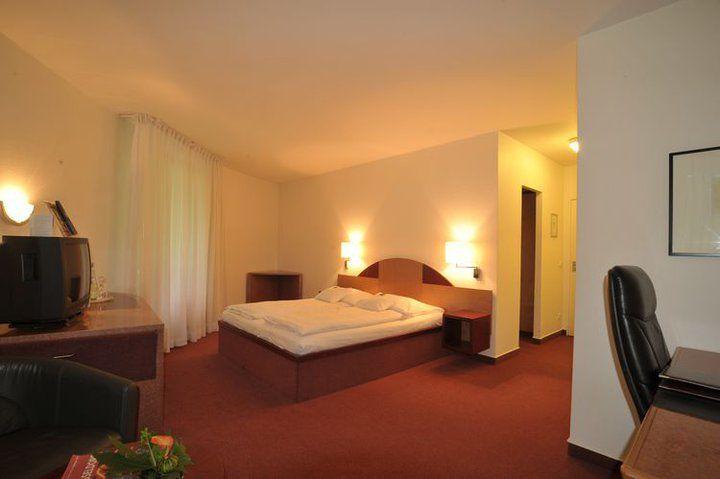 Beispiel: Doppelzimmer, Foto: Hotel Rolandsburg.