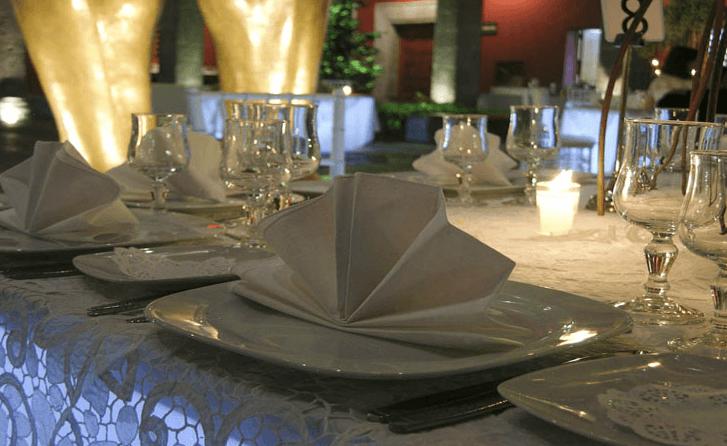 Montaje de mesas y ambientación de eventos - Foto Banquetes Versalles