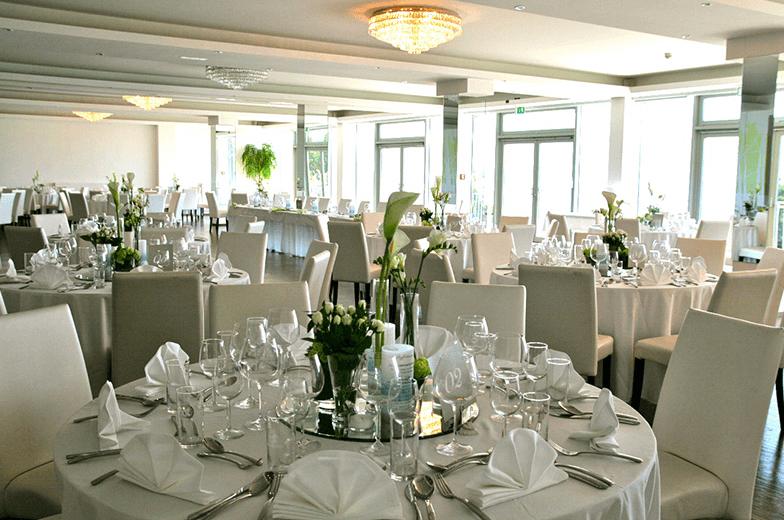 Beispiel: Restaurant vor dem Hochzeitsbankett, Foto: Terrasse Kahlenberg.