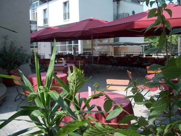 Beispiel: Terrasse, Foto: Schlosshotel Rockenhausen.