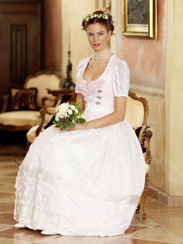 Beispiel: Brautdirndl, Foto: Brautsalon Flossmann.