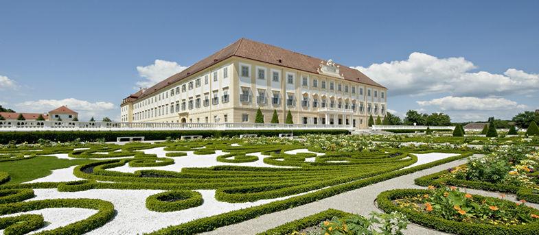 Beispiel: Außenansicht Schloss, Foto: Schloss Hof.