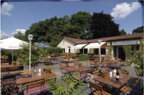 Beispiel: Eingang und Terrasse, Foto: Café Steintormarsch.
