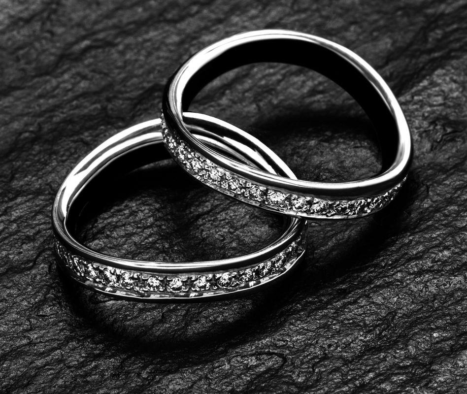 Fedi Matrimoniali Efrem Guidi Oro Bianco Palladio LGBT community gay Wedding rings diamond Italy Milano Brera Mod Onda Fede con Diamanti