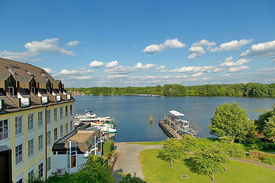 Beispiel: Außenansicht - Umgebung, Foto: Seehotel Zeuthen.