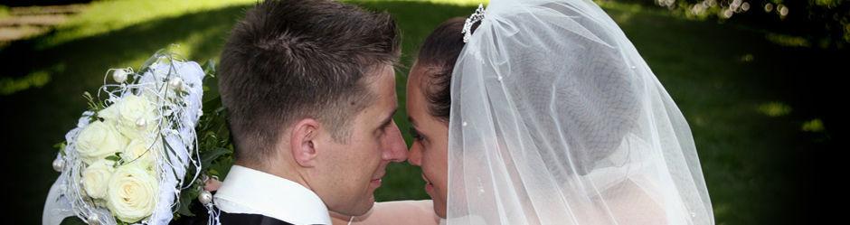 Beispiel: Hochzeitspaar, Foto: Celebrating Moments.
