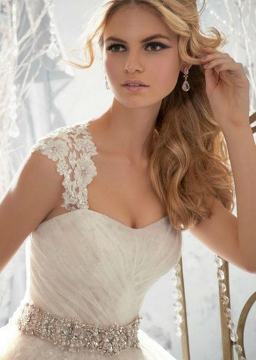 Beispiel: Brautkleid, Foto: Chic Cheri Brautmode.