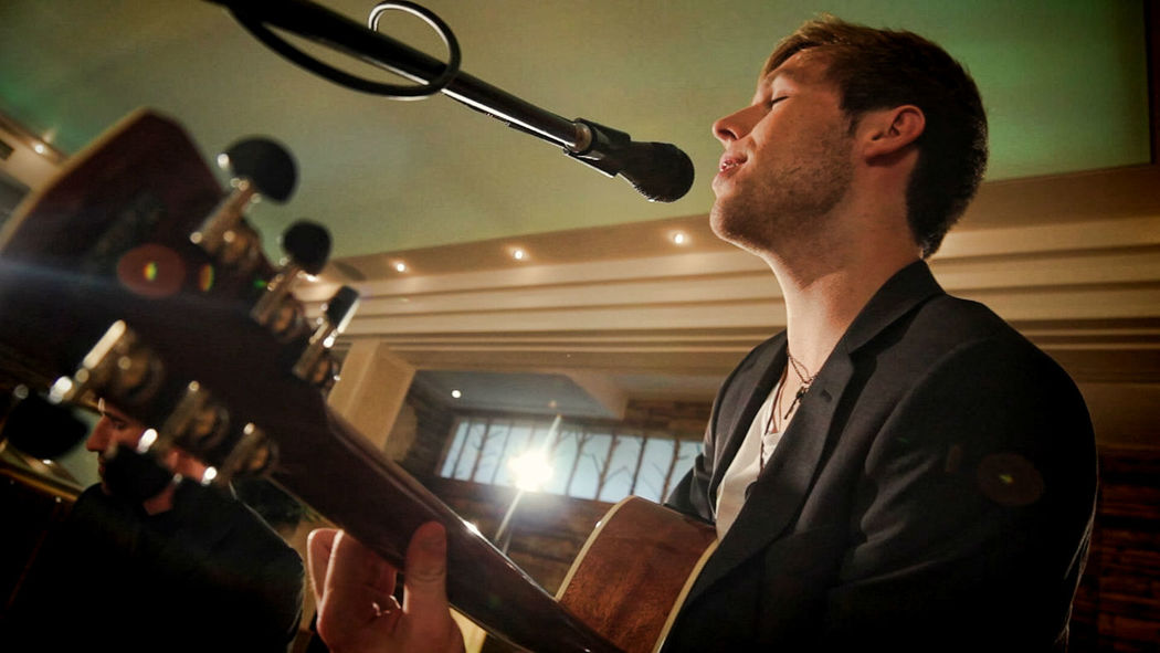 Beispiel: This Love - Maroon 5 Unplugged, Foto: Cover Band Cadenza.