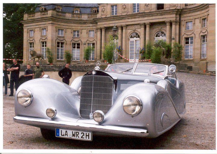 Beispiel: Hochzeitsauto auf Schlosshof, Foto: Schlosshotel Monrepos.