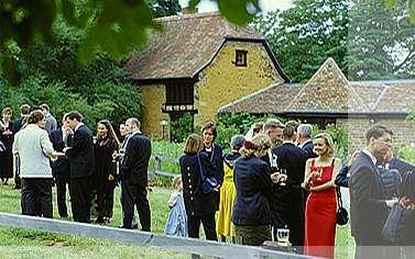Beispiel: Hochzeitsgesellschaft, Foto: Hofgut Battenberg.