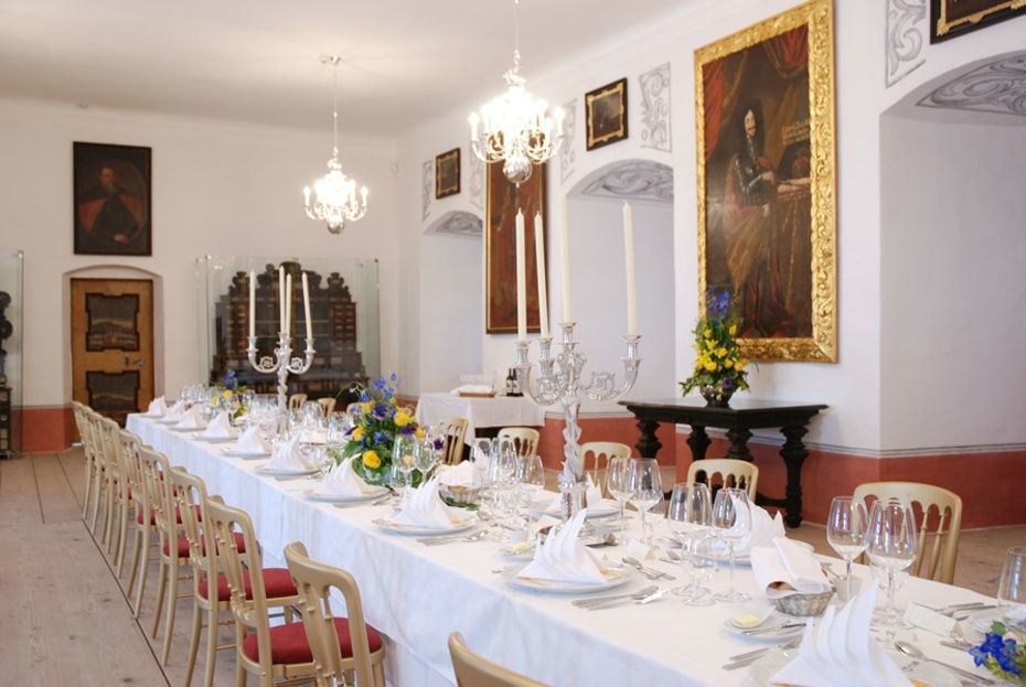 Beispiel: So könnte Ihre Festtagstafel aussehen, Foto: Burg Forchtenstein.