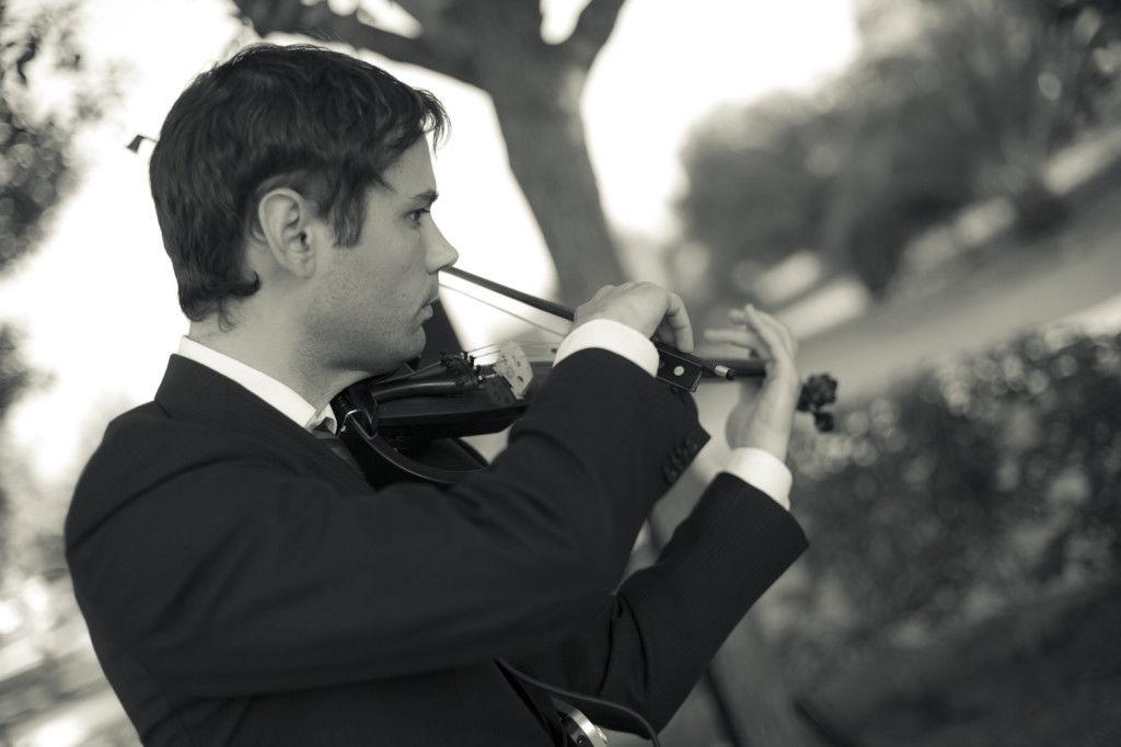 violín eléctrico en cóctel