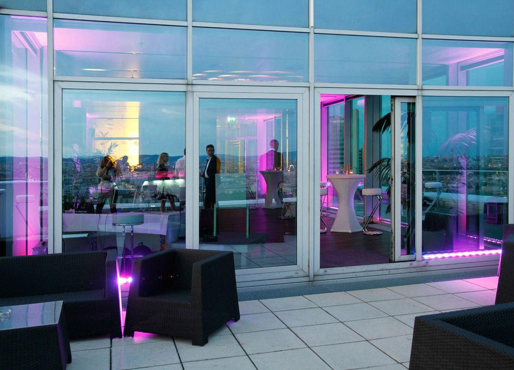 Beispiel: Terrasse mit Möbeln, Foto: Eventwolken.