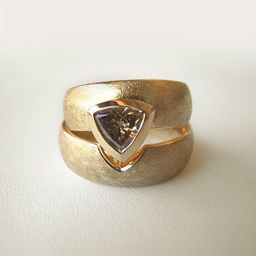 Beispiel: Trauringe - Gold mit Diamant, Foto: Goldwürfel.