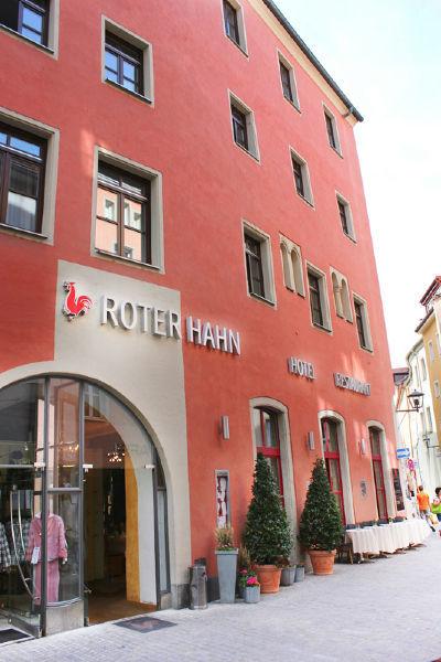 Beispiel: Außenansicht, Foto: Hotel Roter Hahn.