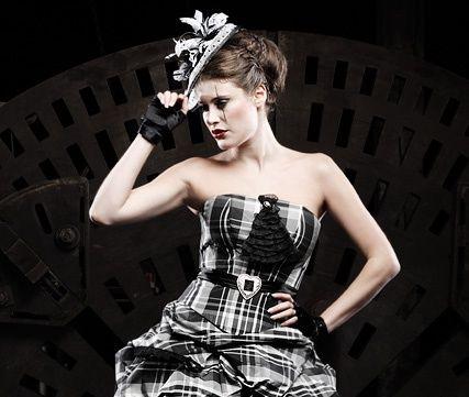 Beispiel: Short Wedding Dress, Foto: Lucardis Feist.