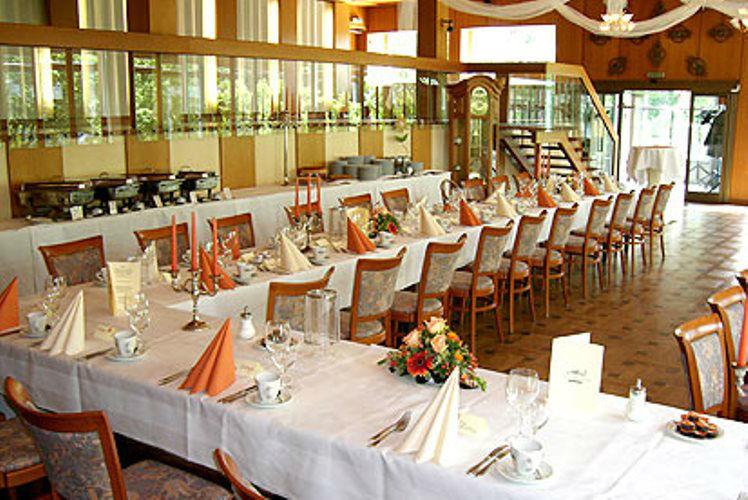 Beispiel: Ihre Hochzeitslocation, Foto: Tegeler Seeterrassen.