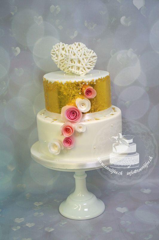 Torte mit echtem Blattgold und Esspapier Rosen