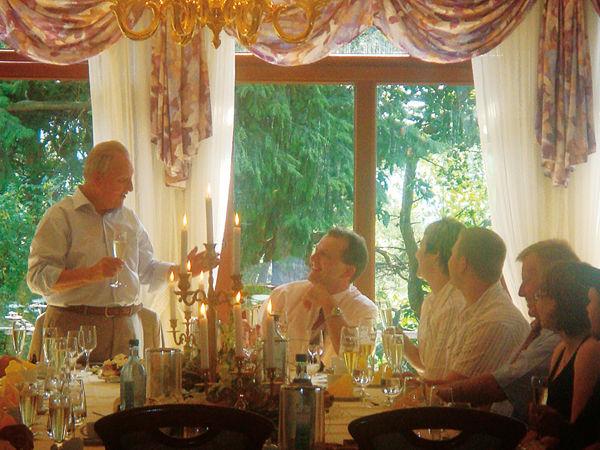 Beispiel: Hochzeitsgesellschaft, Foto: Berghotel Augustusberg.