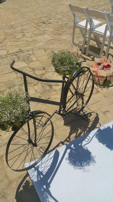Bicicleta para arroz y pétalos