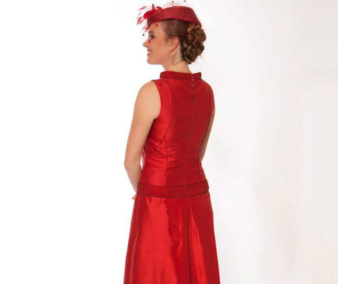 Beispiel: Kleid Juno Kirschrot, Foto: JAAP Abendmode.
