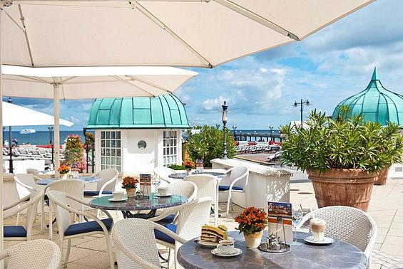 Beispiel: Terrasse, Foto: Travel Charme Kurhaus Binz.
