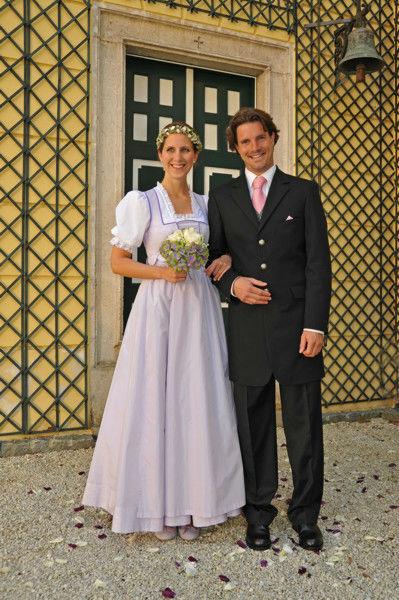 Beispiel: Wunderschöne Brautdirndl, Foto: Tostmann Trachten.