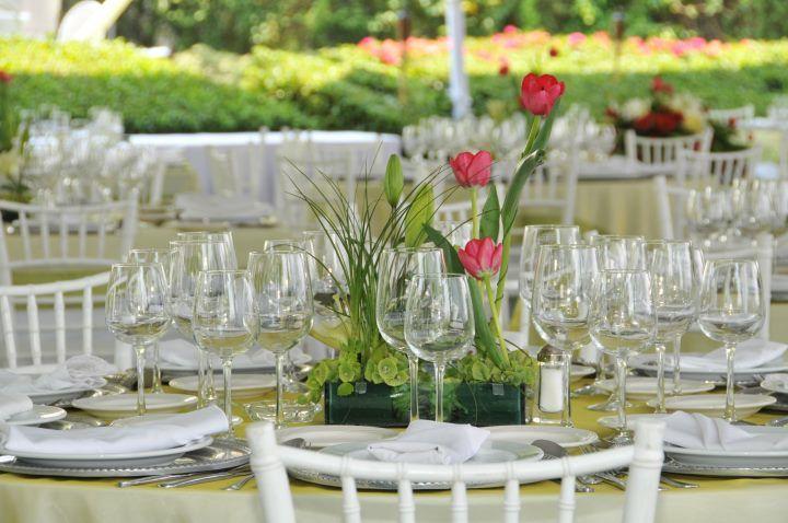 Cristalería y mantelería de lujo para tu boda - Foto Casa Colima