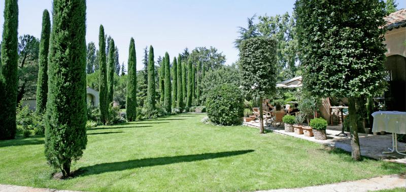 Beispiel: Terrasse mit Garten, Foto: Gebrüder Meurer.