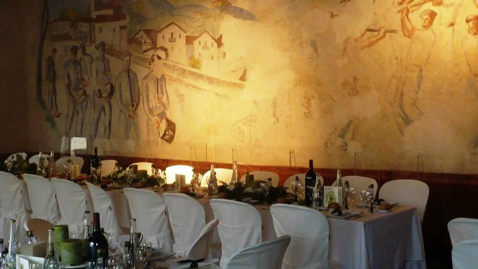 Diner dans la salle aux fresques