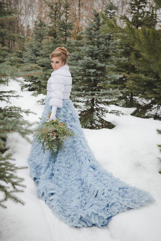 Свадьба зимой: шубки из норки для невесты напрокат