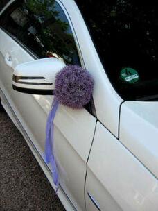 Beispiel: Autoschmuck, Foto: Tina Bergmann Blumenwerkstatt.